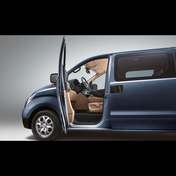 The Hyundai H-1 Wagon bus brand new from Globe Motors.